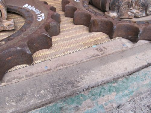 Daewoo 175 Used Sprocket Rims and Top Rollers Pic 2